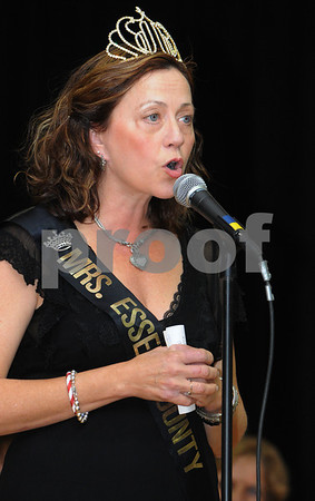 Topsfield:<br /> The reigning Mrs. Essex County, LuAnn Bonanno, speaks of her experiences as Mrs. Essex County while on stage at the Coolidge Hall at the Topsfield Fair.<br /> Photo by Ken Yuszkus/Salem News, Sunday October11, 2009.