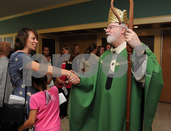 Peabody:<br /> Cardinal Sean OÕMalley, Archbishop of Boston, greets Karen Gratiano as her daughter Stephanie hugs her after also meeting the Archbishop just after the ceremonies in the auditorium. The Archbishop spoke at the 50th Anniversary Liturgy at Bishop Fenwick High School.<br /> Photo by Ken Yuszkus/Salem News, Sunday, September 13, 2009.