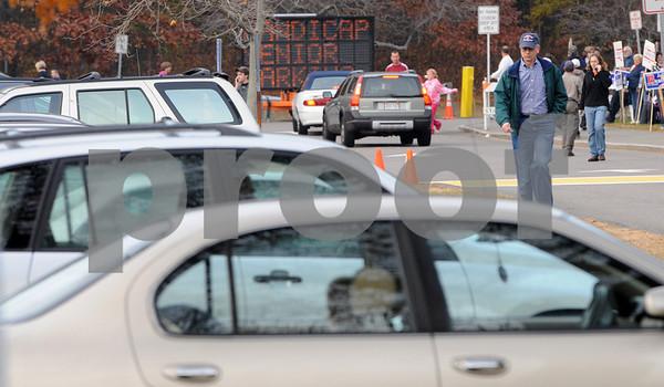 Danvers:<br /> Voters crowd Danvers High School in the late afternoon.<br /> Photo by Ken Yuszkus/Salem News, Tuesday, November 4, 2008.