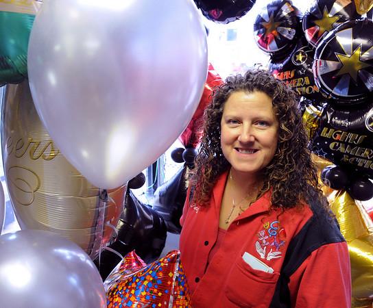 Peabody:<br /> Balloon artist Patty Sorell in her shop, Balloon Designs with a Twist.<br /> Photo by Ken Yuszkus/Salem News, Monday November 23, 2009.