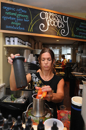 Wenham:<br /> Jennifer Grammas, owner of Grassy Roots Cafe, makes some juice in her juicer at her business which just opened.<br /> Photo by Ken Yuszkus/Salem News,  Wednesday,  November 17, 2010.