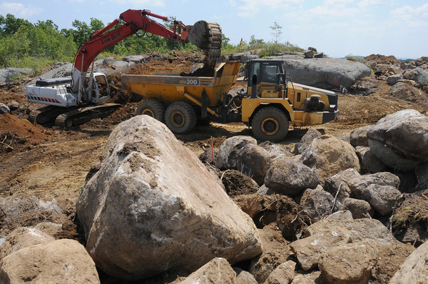 Peabody:<br /> An excavator scrapes the soil at the Boulderwood development site on the Peabody and Lynn line.<br /> Photo by Ken Yuszkus/Salem News, Monday, July 16,  2012.