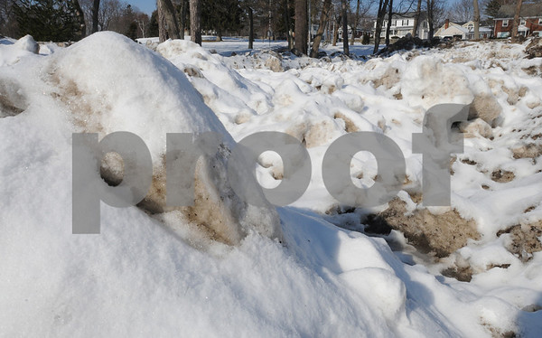 Beverly:<br /> Piles of snow at Lynch Park that was originally on the streets of Beverly.<br /> Photo by Ken Yuszkus/Salem News, Friday,  January 30, 2009.