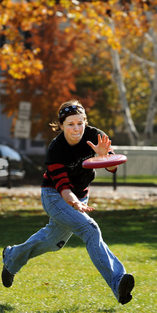 Salem:<br /> Sarah Stockwell catches a frisbee thrown by Noel Graham, both of Salem. They were playing frisbee at the Salem Common during the abnormally warm weather on Wednesday.<br /> Photo by Ken Yuszkus/Salem News, Wednesday, November 9, 2011.
