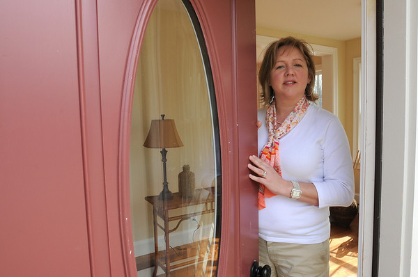 Ipswich:<br /> Carrie Cayer, realtor, prepares the house at 60 East Street for the open house on Sunday morning.<br /> Photo by Ken Yuszkus/Salem News, Sunday, March 21, 2010.
