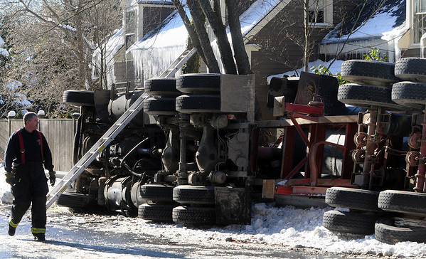 Beverly:<br /> The scene at the tractor trailer rollover on Hart Street.<br /> Photo by Ken Yuszkus/Salem News, Thursday, January 7, 2010.