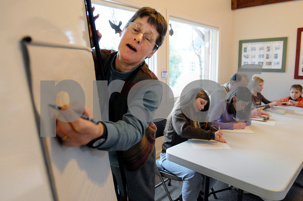 Topsfield:<br /> Meg Atkins, field instructor at the Ipswich River Wildlife Sanctuary, demonstrates how to draw a bird during the ÒCome Draw With Me, Winter Birds and Winter Trees,Ó program at the Ipswich River Wildlife Sanctuary on Sunday.<br /> Photo by Ken Yuszkus/Salem News, Sunday,  February 22, 2009.