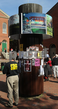 Salem:<br /> The new kiosk which is near the old town hall.<br /> Photo by Ken Yuszkus/Salem News, Wednesday October 8, 2008.
