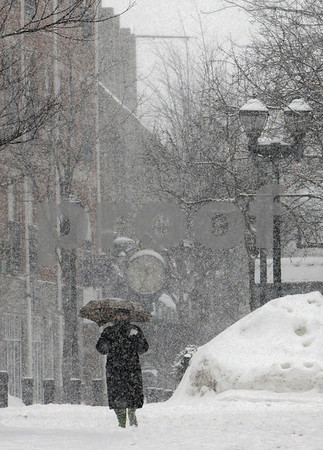Salem:<br /> A pedestrian walks through the snow down Essex Street in the snowstorm late in the morning.<br /> Photo by Ken Yuszkus/Salem News, Wednesday,  January 28, 2009.