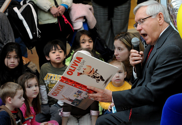 "Peabody:<br /> Peabody Mayor Michael Bonfanti reads ""Olivia Acts Out"" to the children gathered at the Northshore Mall Simon Kidgits Club on Wednesday. He is one of the four celebrity readers at the event.<br /> Photo by Ken Yuszkus/Salem News, Wednesday, February 17, 2010."