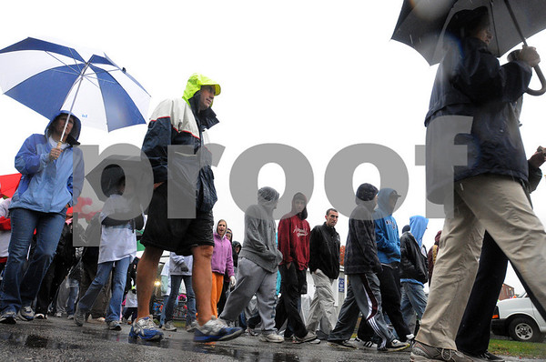 Danvers:<br /> Walkers start out on their 3-mile walk<br /> in the rain during the  22nd Annual Walk for Hospice from Cronin Memorial Stadium<br />  at St. John's Prep.<br /> Photo by Ken Yuszkus/Salem News, Sunday October 18, 2009.