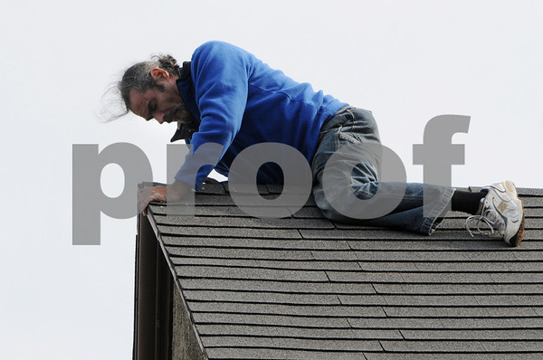 Beverly:<br /> Roberto Yapor is on the peek of the roof of the United Methodist Church. Many onlookers watched as police and fire personel attempted to get him down.<br /> Photo by Ken Yuszkus/Salem News, Monday October 6, 2008.