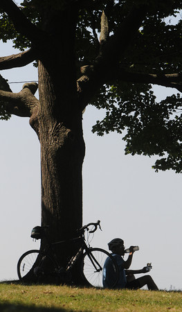 Salem:<br /> David Sullivan of Swampscott drinks water while eating a sandwich as he sits with his bicycle at Salem Willows Park.<br /> Photo by Ken Yuszkus/The Salem News, Wednesday, September 12, 2012.