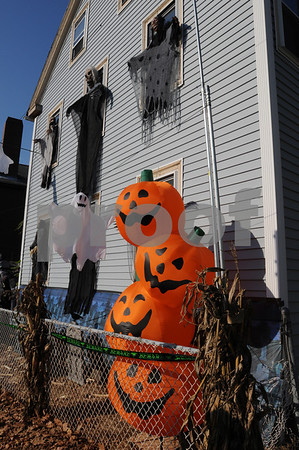 Salem:<br /> A house on Bridge Street that is extensively decorated for Halloween.<br /> Photo by Ken Yuszkus/Salem News, Tuesday October 21, 2009.