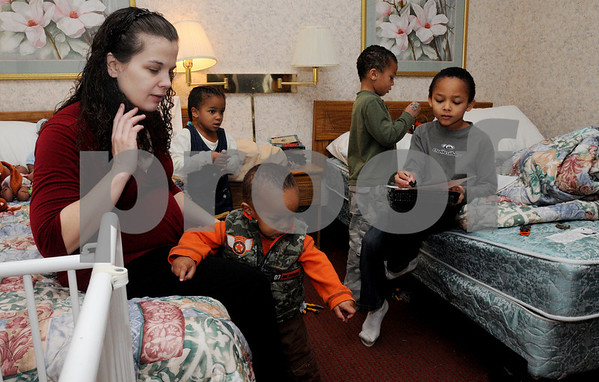 Danvers:<br /> From left, Kamika Bangura with her children, Jared, 1 1/2, Leona, 4, William, 6, Mohamed, 8, are staying at the Days Inn.<br /> Photo by Ken Yuszkus/Salem News, Wednesday December 24, 2008.