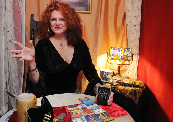 Salem:<br /> Linda Munroe is a psychic reader at The Witch's Hide.<br /> Photo by Ken Yuszkus/Salem News, Wednesday,  October 6, 2010.