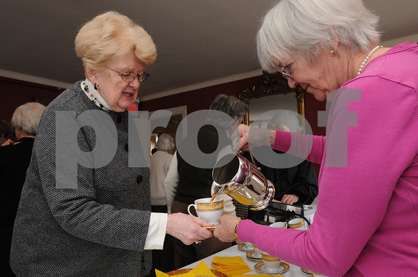 Salem:<br /> Joanne Ridinger, left, of Hamilton gets a cup of beef broth from Diane Pabich of Salem before the lecture begins at the Hamilton Hall.<br /> Photo by Ken Yuszkus/Salem News, Thursday,  February 19, 2009