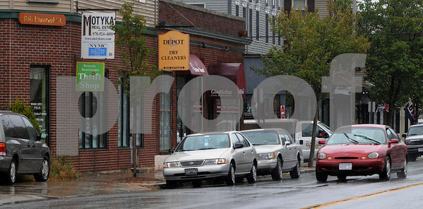 Beverly:<br /> Cabot Street as it appears today. Beverly plans plans to revitalize its downtown. A recent survey said the downtown is 'boring' and lacks a good mix of stores. Specific criticisms were that the downtown is dirty and has too many nail salons, pizza places and consignment shops. Good points were the restaurants and its proximity to the ocean.<br /> Photo by Ken Yuszkus/Salem News, September 26, 2008.