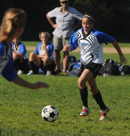 Peabody:<br /> Peabody's Chloe Gizzi moves the ball down field during the Peabody vs Lynn U14 game during the Peabody Youth Soccer's annual Columbus Day Tournament at Kennedy School fields.<br /> Photo by Ken Yuszkus/Salem News, Monday, October 10, 2011.