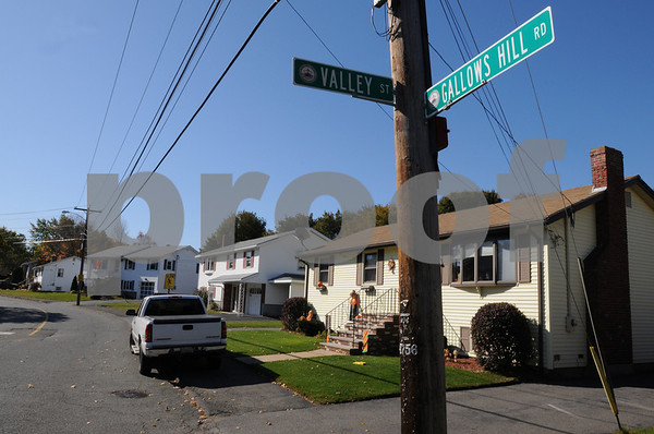 Salem:<br /> Gallows Hill Road.<br /> Photo by Ken Yuszkus/Salem News, Thursday, October 23, 2008.