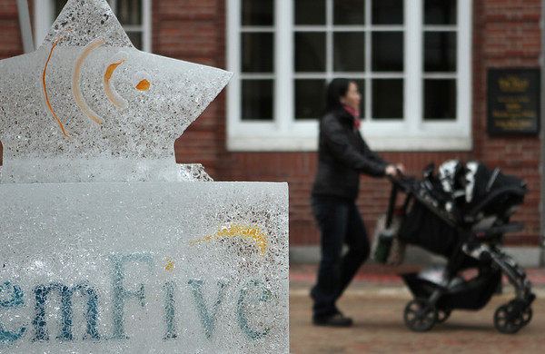 Salem: An ice sculptor on pedastrian mall in Salem, there were a few around town from the past weekend. Photo by Mark Lorenz/Salem News