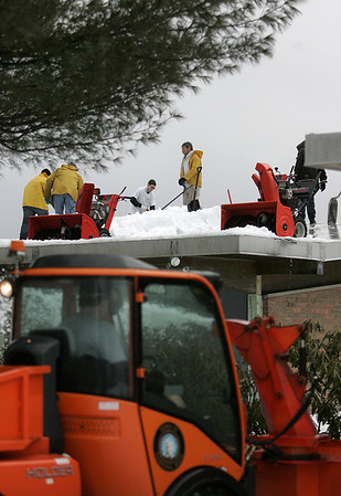 Hamilton: Hamilton-Wenham schools are not in session due to the amount of snow on the schools roofs. Custodians and townworkers clear the Winthrop School roof  in Hamilton. Photo by Mark Lorenz/Salem News