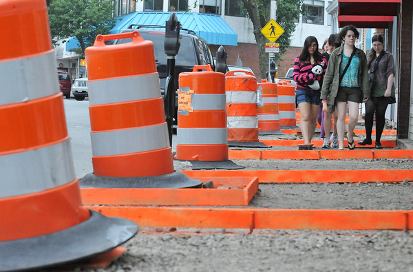Beverly: People walk along a Cabot Street sidewalk in construction.  photo by Mark Teiwes /  Salem News