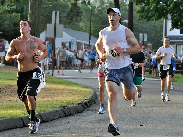 Beverly: Racers come around the final curve into Lynch Park   photo by Mark Teiwes / Salem News