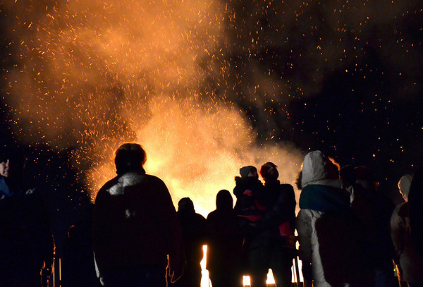 Salem: A large crowd gathered together for some hot chocolate and the warmth of last night's Christmas tree bonfire at Dead Horse Beach.  photo by Mark Teiwes  / Salem News