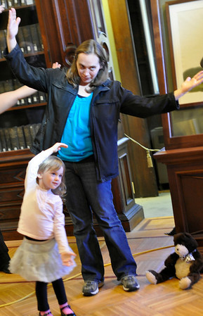 Peabody: Jessi McCarthy of Peabody and her daughter Madison, 3, participate in a ballet workshop at the Peabody Institute Library.  photo by Mark Teiwes / Salem News