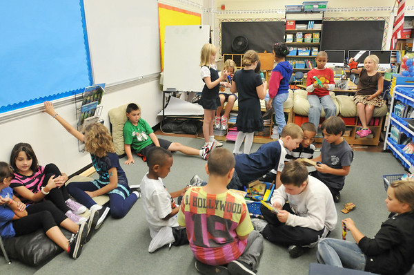 Salem: Mrs. DiPietro's 3rd and 4th grade class enjoys their new classroom as they transition between educational activities.  photo by Mark Teiwes  / Salem News