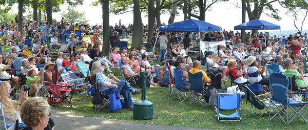 Salem: A crowd fills the hills rolling down to the stage of the Salem Jazz and Soul Festival at the Salem Willows.    photo by Mark Teiwes /  Salem News