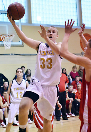 Peabody: Bishop Fenwick forward Ryan Lipka drives to the hoop.  photo by Mark Teiwes  / Salem News