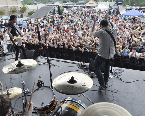 Peabody: The Appreciation Post band gets the crowd clapping. photo by Mark Teiwes / Salem News