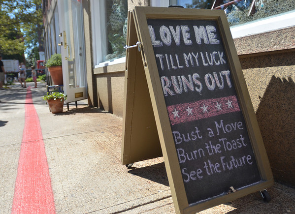 Salem:  The Beehive's a-frame lures costumers to come in Front Street.  photo by Mark Teiwes /  Salem News