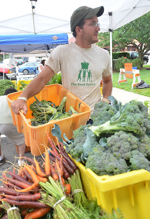 Beverly: Ben Zoba of Beverly, North Shore grower with the Food Project, sets up produce harvested in the morning for the Beverly farmers' market at Veterans Park, which is on Mondays 3:30 to 6:45pm.  photo by Mark Teiwes / Salem News.