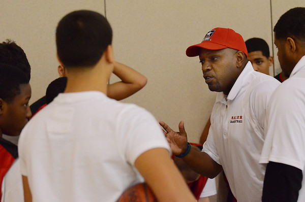 Ipswich: Salem 8th grade travel basketball coach Leo Jacobs talks with his team during halftime.  photo by Mark Teiwes  / Salem News