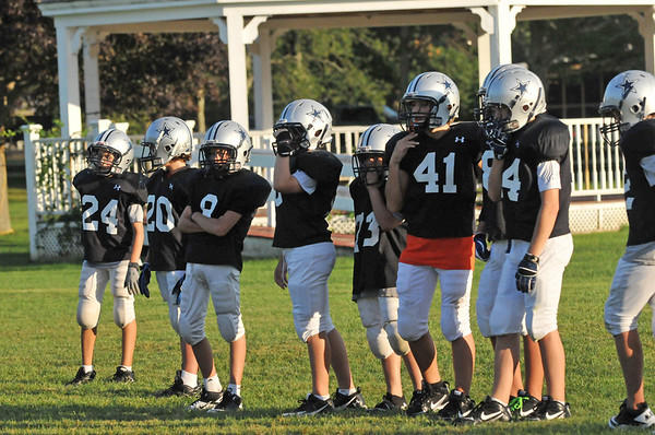 Hamilton:  Hamilton-Wenham Youth Football players line up during practice.   photo by Mark Teiwes / Salem News