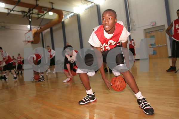 Salem: Salem junior Derek McIntyre concentrates during a ball handling drill at practice with the team on Monday afternoon. Photo by Matthew Viglianti/Staff Photographer Monday, December 8, 2008.