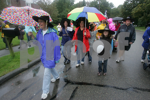 Danvers: From left, Lark Dupont of Beverly, Heather DiVito from Plastow, NH, and Suzanne Serena from Caldwell, NJ, her daughter Chloe Serena, 9, and Dawn Maczynski from Middleton walk through Danvers during the 21st Annual Walk for Hospice of the North Shore on Sunday. Photo by Matt Viglianti/Salem News Sunday, September 28, 2008