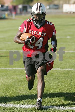 Salem: Salem senior running back and receiver Melikke Van Alstyne carries the ball during a recent practice. Photo by Matt Viglianti/Salem News Thursday, September 11, 2008