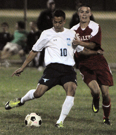 Peabody:<br /> Peabody's Vinicius Dos Santos, left, gets pressure from Salem's Craig Denehy during the Salem at Peabody boys soccer game.<br /> Photo by Ken Yuszkus, The Salem News, Monday, September 23, 2013.