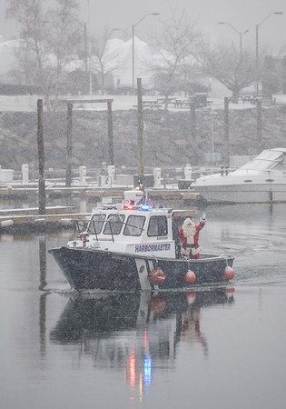 AMANDA SABGA/Staff photo. <br /> <br /> Santa arrives by Harbormaster boat at the annual Santa by the Sea event at Pope's Landing in Danvers.<br /> <br /> 12/9/17