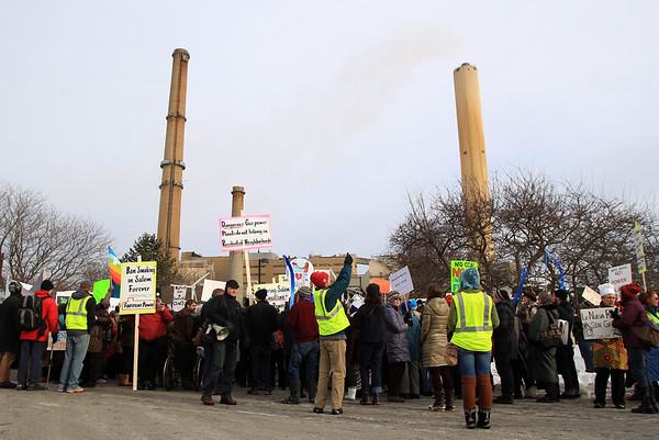 Hundreds of protestors gathered in front of the Salem Power Plant for a demonstration on Saturday afternoon. DAVID LE/Staff photo