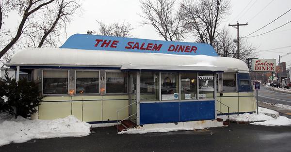 DAVID LE/Staff photo. Salem Diner on Loring Ave in Salem. 2/10/16.