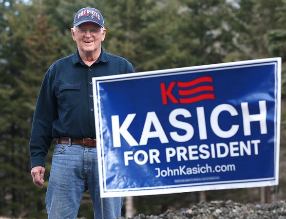 KEN YUSZKUS/Staff photo.     Jud Pratt of Topsfield is a supporter of presidential candidate John Kasich.     2/25/16