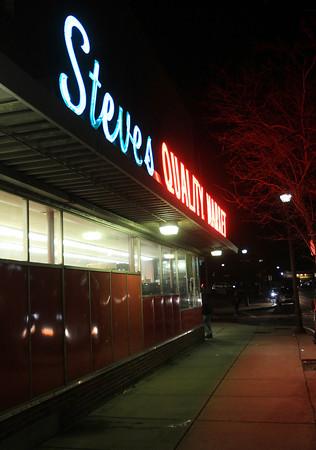 Salem: Steve's Quality Market. DAVID LE/Staff Photo
