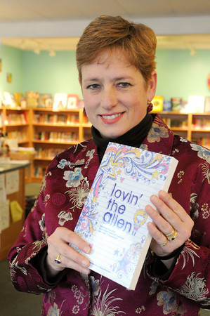 "Ken Yuszkus/Staff photo:  Marblehead:  Alexandra MacAaron, author of book about parenting a 'tween' called ""Lovin' the Alien."""