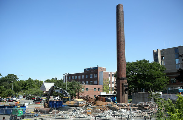 The smoke stack in front of Salem Hospital is currently being taken down. DAVID LE/Staff photo. 7/21/14.