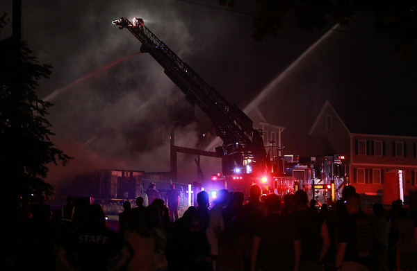 Hundreds of people turned up to watch a 3-alarm blaze at 29 Folger Ave late on Sunday evening. DAVID LE/Staff photo. 7/13/14.
